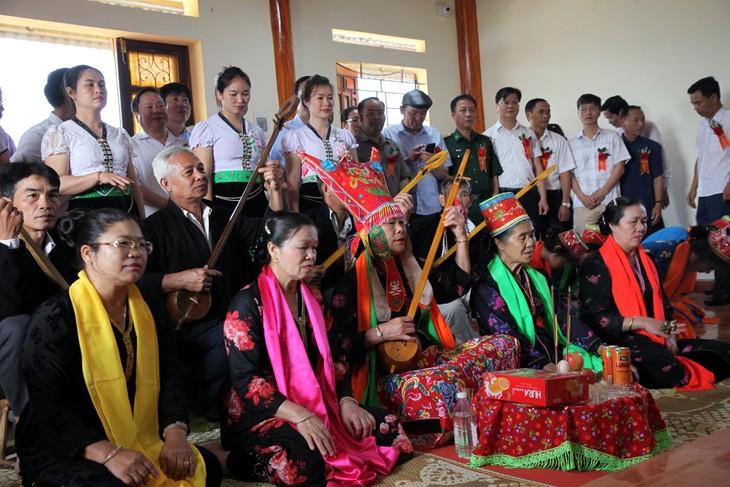 Das einzigartige Then Kin Pang-Fest der Weißen Thai - ảnh 1