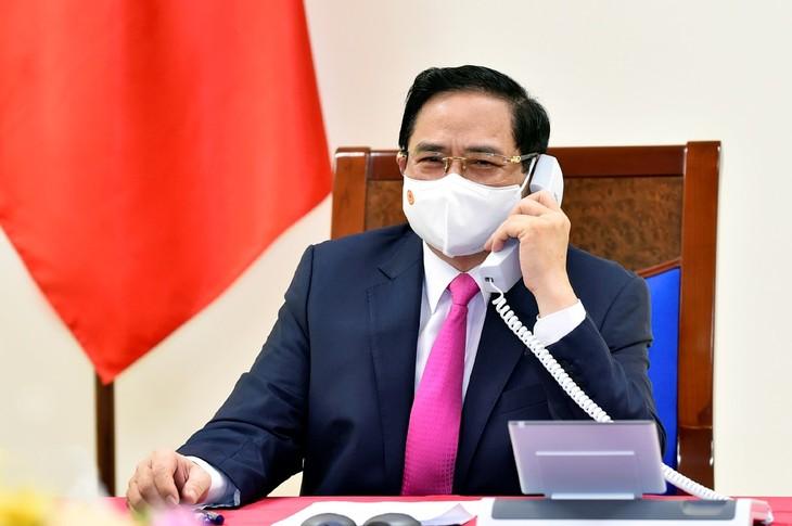 Premierminister Pham Minh Chinh führt Telefongespräch mit dem japanischen Amtskollegen Suga Yoshihide - ảnh 1