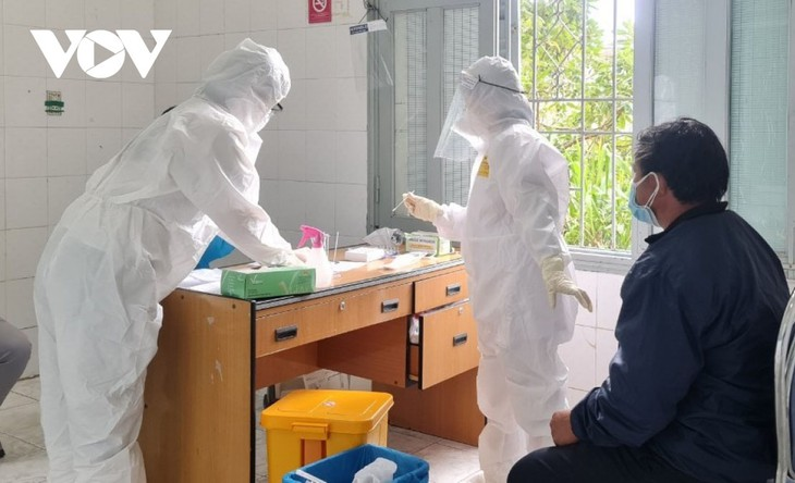In den vergangenen 24 Stunden hat Vietnam 7.455 Covid-19-Neuinfektionen gemeldet - ảnh 1