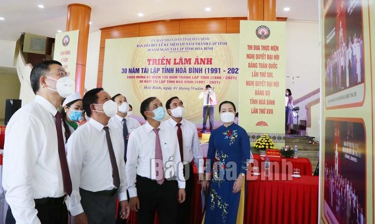 Vorstellung der Gegenstände und Fotoausstellung über Provinz Hoa Binh - ảnh 1