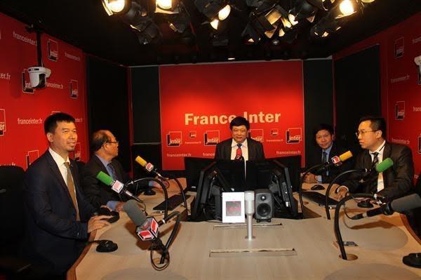 越南之声广播电台与法国广播电台签署合作协议 - ảnh 1
