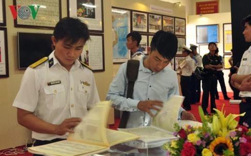 越南海军第二区举行黄沙长沙地图资料展  - ảnh 1