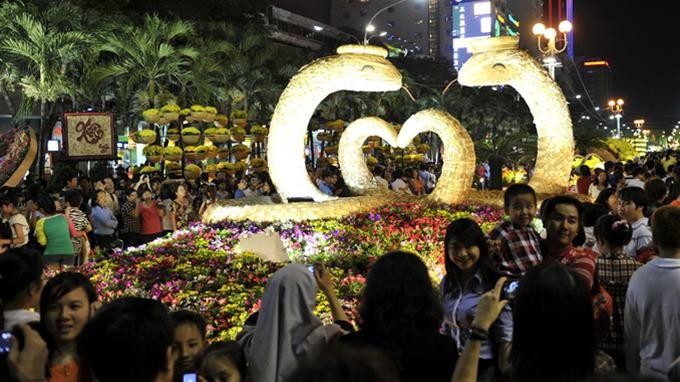 Mehr Touristen kommen nach Ho Chi Minh Stadt zum Tetfest - ảnh 1