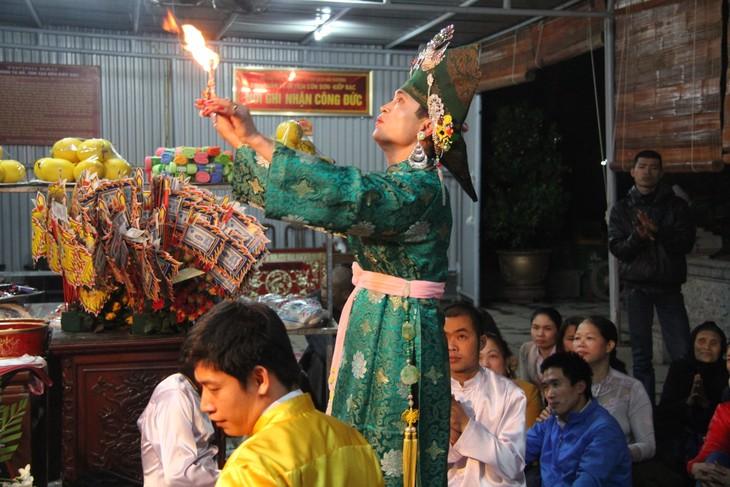 Fast 250 Chau Van-Gruppen beteiligen sich am Kulturfest zur Ehrung der Muttergöttin - ảnh 1