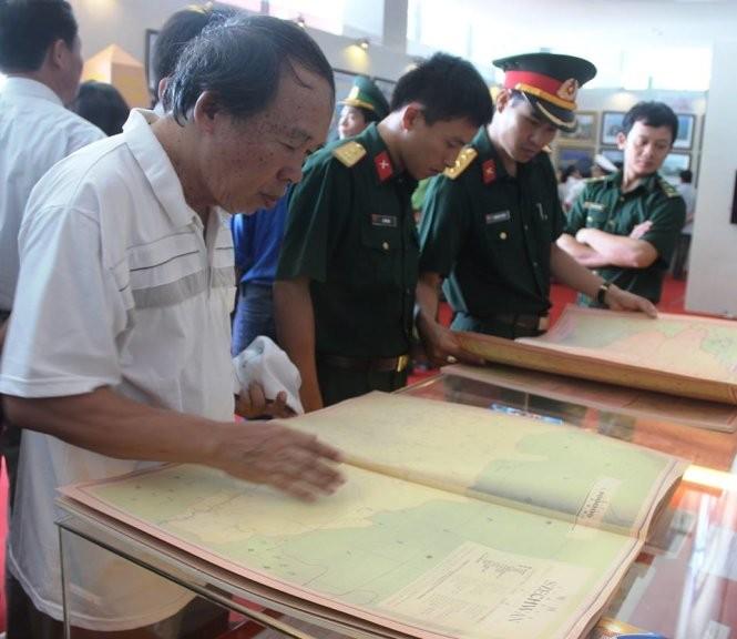 Ausstellung wertvoller Dokumente über Hoang Sa und Truong Sa in Quang Tri - ảnh 1