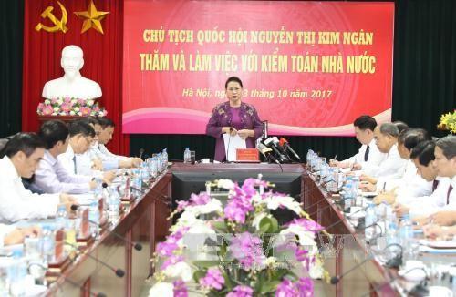 Parlamentspräsident Nguyen Thi Kim Ngan tagt mit Leitung des Rechnungshofes - ảnh 1