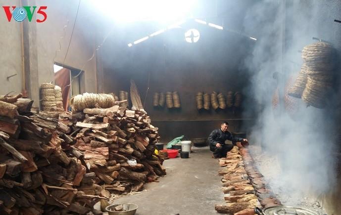 Geschmorter Fisch: Spezialität des Dorfes Vu Dai an Tagen vor dem Neujahrsfest Tet - ảnh 1