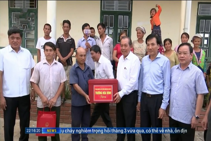 Vizepremierminister Truong Hoa Binh tagt mit Leitung des Kreises Muong Nhe - ảnh 1