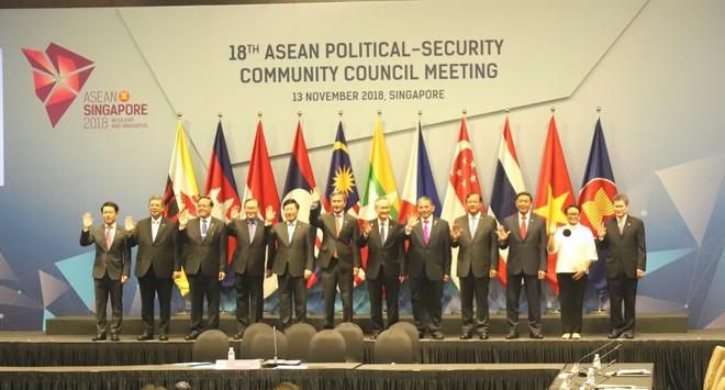 Vizepremierminister, Außenminister Pham Binh Minh nimmt an ASEAN-Konferenzen teil - ảnh 1