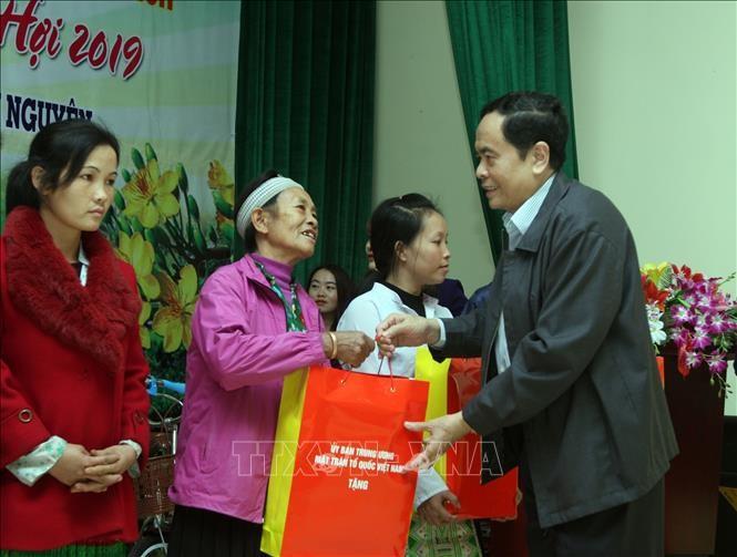 Hochrangige Politiker beglückwünschen Provinzen zum Tetfest - ảnh 1