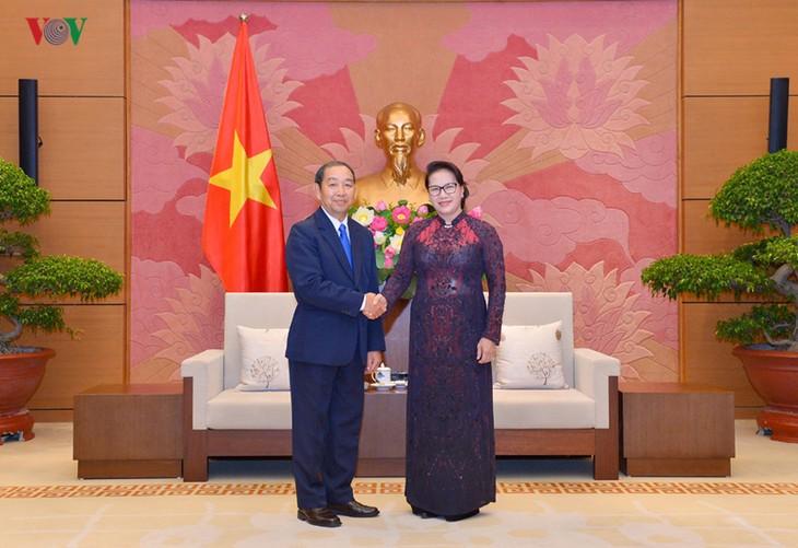 Parlamentspräsidentin Nguyen Thi Kim Ngan trifft Präsidenten des Obersten Gerichtshofs Laos Sengdara - ảnh 1