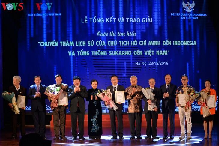 Preisübergabe des Wissenswettbewerbs über Besuche von Präsidenten Ho Chi Minh in Indonesien und Sukarno in Vietnam - ảnh 1