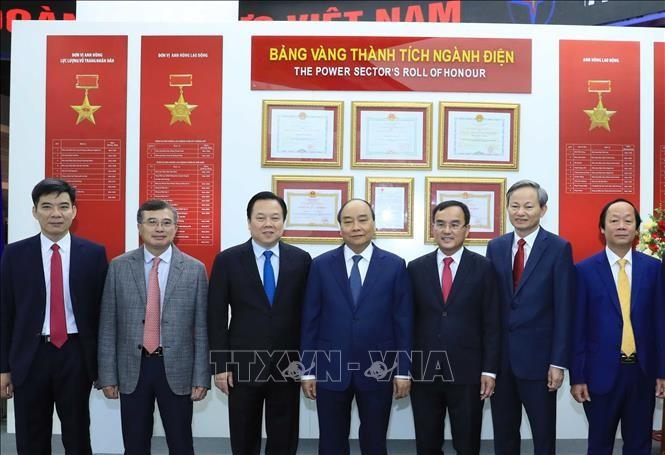 Premierminister Nguyen Xuan Phuc nimmt an der Bilanzkonferenz der EVN teil - ảnh 1