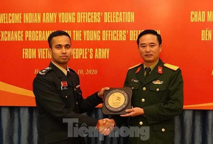 Förderung von Erfahrungsaustausch zwischen jungen Offizieren Vietnams und Indiens - ảnh 1