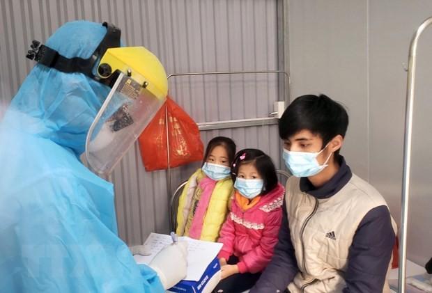 Ärzte und Krankenpflege kämpfen gegen Covid-19 in Binh Xuyen - ảnh 3