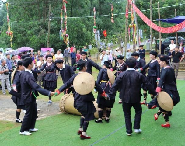 Der Trommel-Tanz der Volksgruppe Giay in der Provinz Ha Giang  - ảnh 1