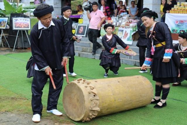 Der Trommel-Tanz der Volksgruppe Giay in der Provinz Ha Giang  - ảnh 2