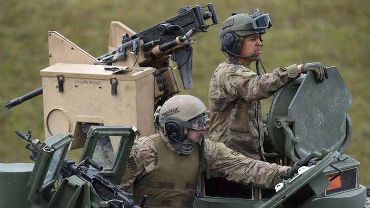 Deutsche Bundesverteidigungsministerin kritisiert den Plan zum Abzug der US-Soldaten in Deutschland - ảnh 1