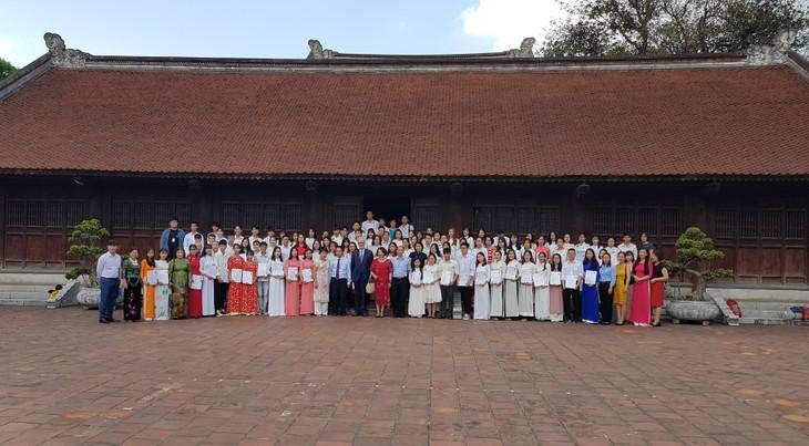 Ausgezeichnete Studierende in Hanoi und Umgebung bekommen Stipendien des Bundeslands Hessen - ảnh 1