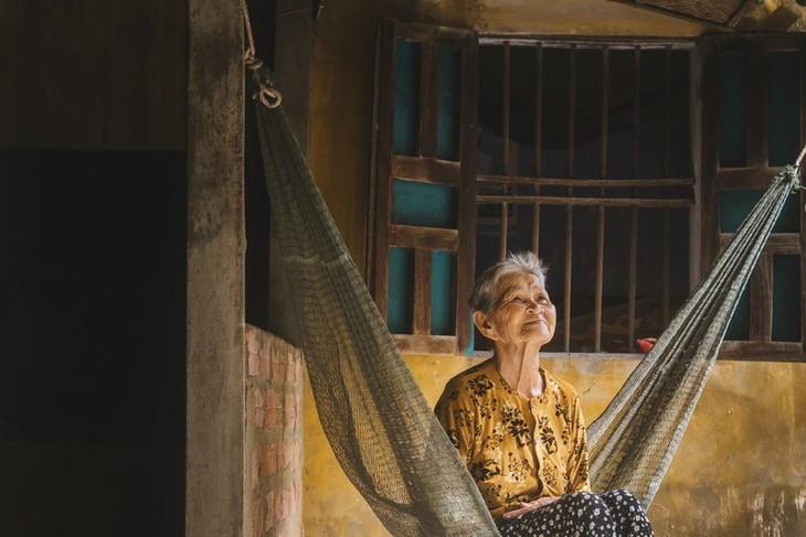 Fotos des Alltagslebens in Zentralvietnam in ausländischer Zeitschrift - ảnh 4