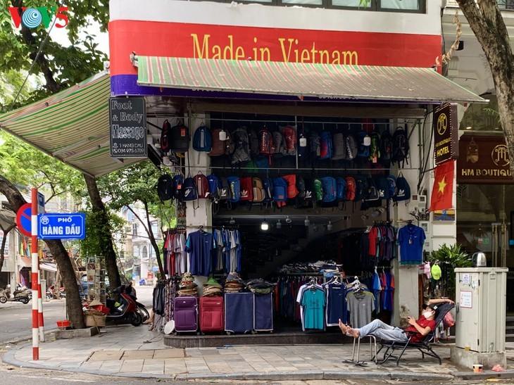 Zahlreiche Geschäfte in Hanoi sind wegen Covid-19-Epidemie geschlossen - ảnh 14