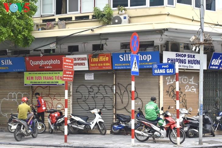 Zahlreiche Geschäfte in Hanoi sind wegen Covid-19-Epidemie geschlossen - ảnh 15