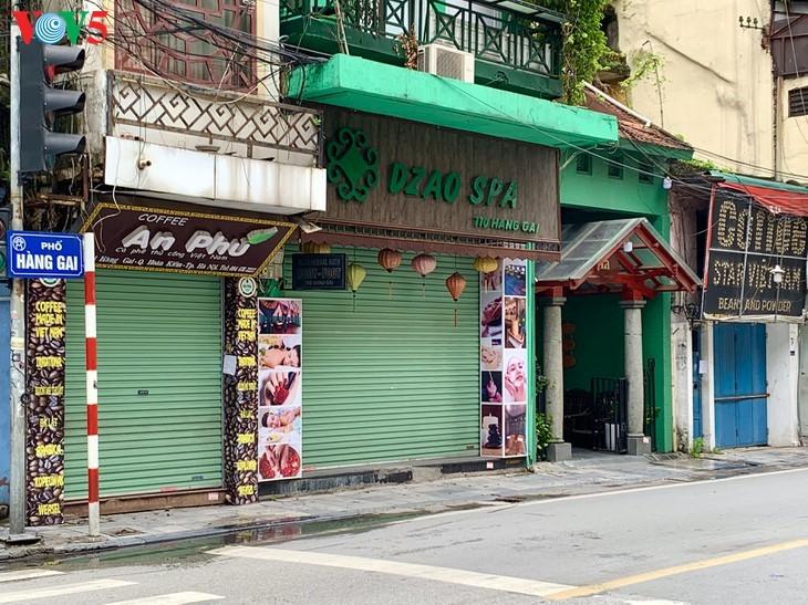 Zahlreiche Geschäfte in Hanoi sind wegen Covid-19-Epidemie geschlossen - ảnh 16