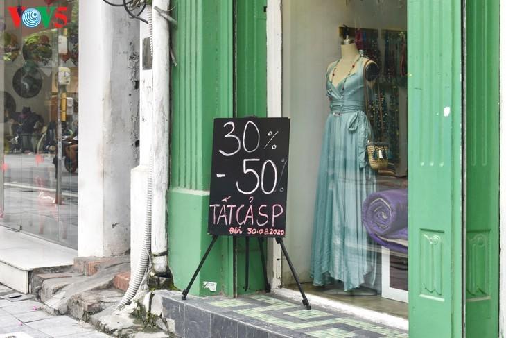 Zahlreiche Geschäfte in Hanoi sind wegen Covid-19-Epidemie geschlossen - ảnh 17