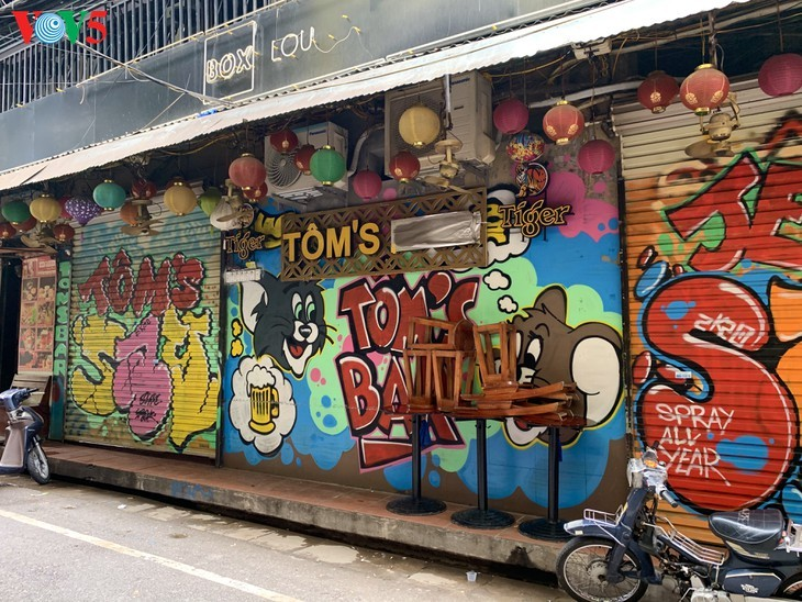 Zahlreiche Geschäfte in Hanoi sind wegen Covid-19-Epidemie geschlossen - ảnh 3