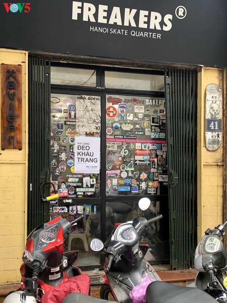 Zahlreiche Geschäfte in Hanoi sind wegen Covid-19-Epidemie geschlossen - ảnh 7