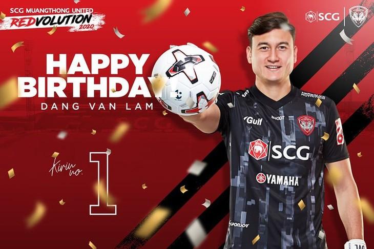 Torwart Dang Van Lam bekommt ein bedeutendes Geschenk von Muangthong United - ảnh 1