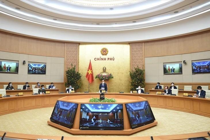 Premierminister Nguyen Xuan Phuc fordert striktere Maßnahmen gegen Covid-19-Epidemie - ảnh 1