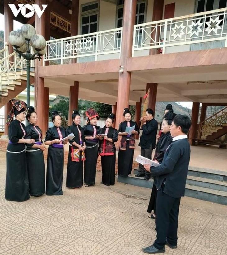 Die Volksgruppe der Thai im Dorf Hin bewahrt die Kulturwerte  - ảnh 1