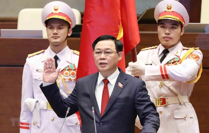 Abgeordnete vertrauen Leitungsrolle des Parlamentspräsidenten Vuong Dinh Hue - ảnh 1