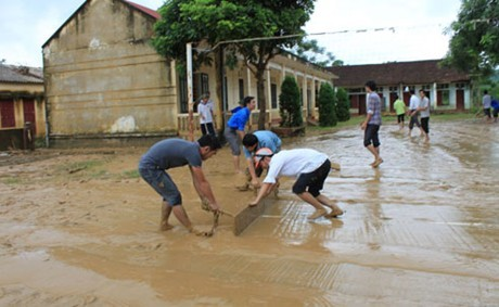 Provinsi Nam Dinh memberikan bantuan kepada rakyat Vietnam Tengah yang kebanjiran - ảnh 1