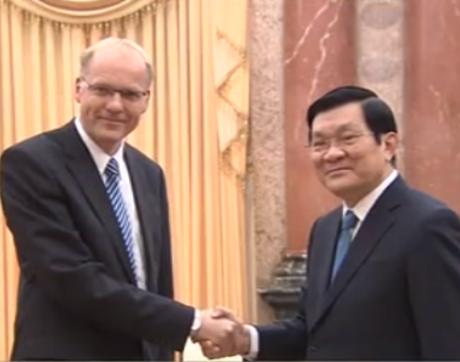 Presiden Vietnam Truong Tan Sang menerima Ketua Mahkamah Keadilan Hungaria, Darak Peter - ảnh 1