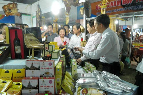 Sedang berlangsung Pekan raya pameran provinsi Quang Binh tahun 2015 - ảnh 1