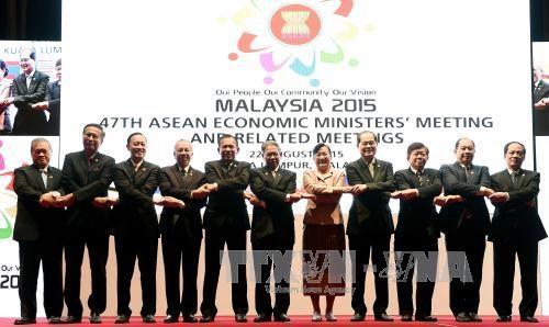 ASEAN menegaskan tekad dalam melaksanakan target Komunitas ASEAN pada akhir tahun 2015 - ảnh 1