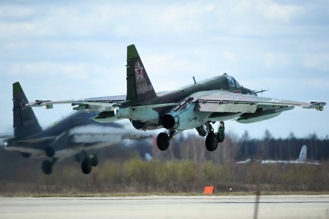 Rusia melakukan serangan udara untuk membasmi  lapangan meriam IS di Suriah Tengah - ảnh 1
