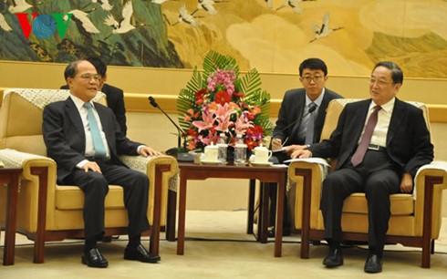 Ketua MN Vietnam, Nguyen Sinh Hung melakukan kunjungan kehormatan kepada Ketua Konferensi Permusyawaratan Politik Rakyat Nasional Tiongkok, Yu Zhengsheng - ảnh 1