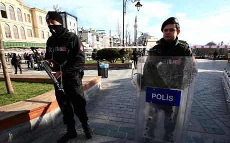 Dunia mengutuk serangan bom bunuh diri di Turki - ảnh 1