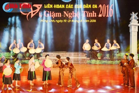 "Acara penutupan Festival kelub-kelub lagu rakyat ""Vi dan Giam"" Nghe Tinh tahun 2016 - ảnh 1"