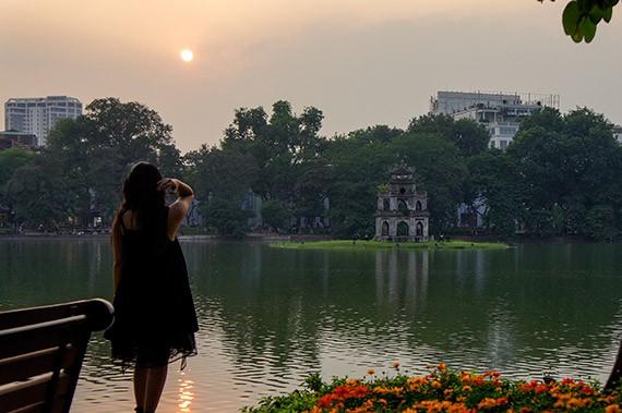 Ciri budaya baru di zona untuk  pejalan kaki di sekitar Danau Hoan Kiem  - ảnh 12