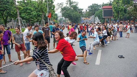 Ciri budaya baru di zona untuk  pejalan kaki di sekitar Danau Hoan Kiem  - ảnh 4