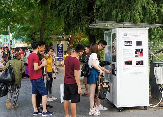 Ciri budaya baru di zona untuk  pejalan kaki di sekitar Danau Hoan Kiem  - ảnh 9