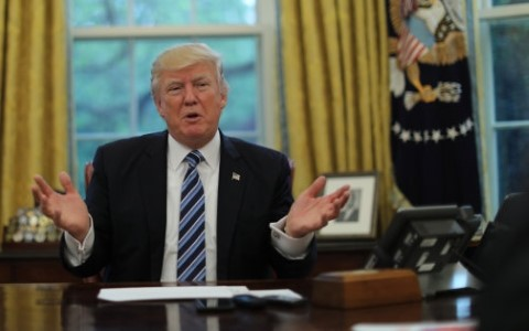 Presiden AS merasa puas akan prestasi yang dicapainya selama 100 hari memegang kekuasaan - ảnh 1