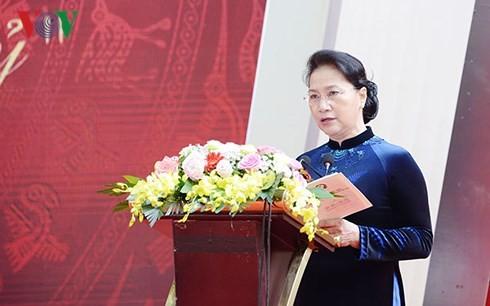 Ketua MN Viet Nam, Ibu Nguyen Thi Kim Ngan menghadiri acara peringatan ultah ke-110 Berdirinya SMA Buoi – Chu Van An - ảnh 1