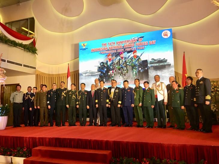 Resepsi Sehubungan Dengan HUT ke-74 Berdirinya Tentara Nasional Indonesia - ảnh 1