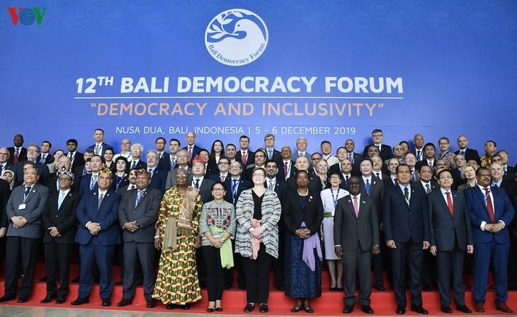 Forum Demokrasi Bali kali ke-12 Menjunjung Tinggi Peranan Memimpin dari Perempuan dan Pemuda - ảnh 1
