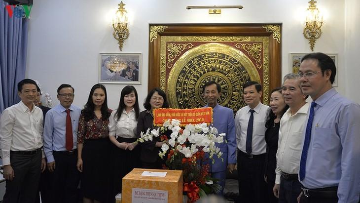 Wapres Dang Thi Ngoc Thinh mengunjungi Gioan Baotixita Le Duc Thinh - ảnh 1